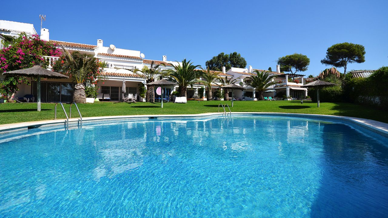 Town house just 30 from the beach with swimming pool and tennis court